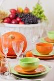 感恩日 与传统桌decoratio的欢乐午餐 免版税库存图片