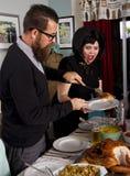 感恩晚餐土耳其夫妇服务 库存照片
