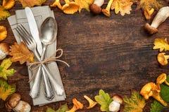感恩秋季桌餐位餐具 库存图片