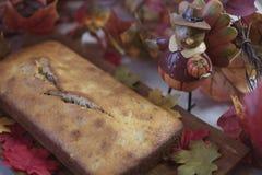 感恩膳食的香蕉面包大面包 库存图片