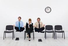 感觉一个轻微的障碍-等待工作面试的人们 库存照片