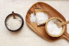 感觉的平安的放松集合温泉 芳香盐 手工制造盐洗刷 泰国 化妆品s 免版税图库摄影