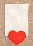感觉的红色心脏和帆布在粗麻布 免版税库存图片