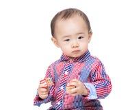 感觉逗人喜爱的婴孩混淆 免版税库存图片