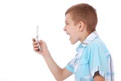 愤怒地尖叫的男孩年轻人 免版税库存照片