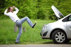 愤怒的司机一辆残破的汽车 图库摄影