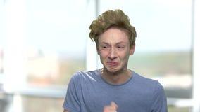 愤怒的失望的十几岁的男孩画象  影视素材