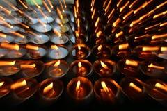 慈善 祈祷的蜡烛在一个修道院里在不丹 免版税图库摄影