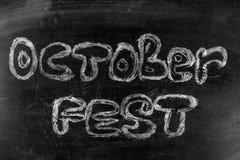 慕尼黑啤酒节是在白垩的题字在黑板 免版税库存照片