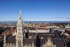 慕尼黑美好的天气的市政厅天线  免版税库存图片