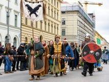 慕尼黑,巴伐利亚,德国- 2016年3月13日:小组人和wom 免版税库存图片