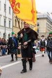 慕尼黑,巴伐利亚,德国- 2016年3月13日:衣裳的人们  库存图片