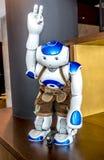 慕尼黑,德国- 2018年2月16日:世界在皮革长裤的` s第一机器人是受欢迎的客人在汽车旅馆一 免版税库存图片