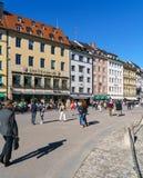 慕尼黑,德国- 2017年10月14日:在t的繁忙的行人交通 免版税图库摄影