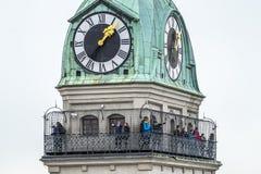 慕尼黑,德国- 2018年2月15日:聚集在圣皮特圣徒・彼得教会平台的人们  图库摄影