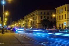 慕尼黑,德国- 2017年10月20日:Ludwigstrasse在晚上与 库存图片