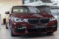 """慕尼黑†""""1月30日:BMW 750Li交谊厅模型在BMW鞭痕的,市政 免版税库存照片"""