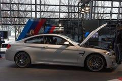 """慕尼黑†""""1月30日:BMW M5 -在BMW鞭痕,慕尼黑的交谊厅模型, 库存照片"""