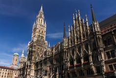慕尼黑中心广场Marienplatz Rathaus夏天旅行德国巴伐利亚 免版税库存照片