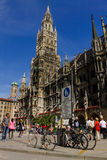 慕尼黑中心广场Marienplatz Rathaus夏天旅行德国巴伐利亚 免版税库存图片