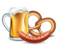 慕尼黑啤酒节食物、啤酒、香肠和椒盐脆饼 库存图片