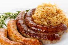 慕尼黑啤酒节香肠菜单、板材和德国泡菜 免版税库存图片