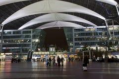 慕尼黑国际机场在晚上 免版税图库摄影