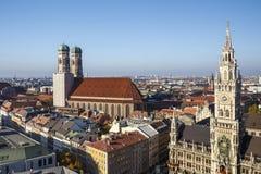 慕尼黑新的香港大会堂Marienplatz和Frauenkirche的, Ger 免版税库存图片