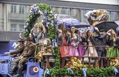慕尼黑- 9月17 :在传统慕尼黑啤酒节游行的啤酒游行在慕尼黑, 2016年9月17日的德国在慕尼黑德语 免版税库存照片