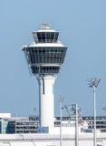 慕尼黑机场的塔台 免版税库存照片