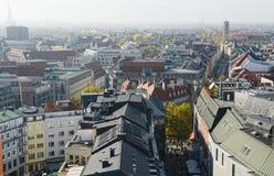 慕尼黑购物的英里Kaufinger街Cityscapse在桃莉旁边的 免版税库存图片