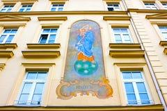 慕尼黑老住宅房子fasade在巴伐利亚 免版税库存照片