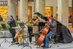 慕尼黑街道音乐家 免版税库存照片