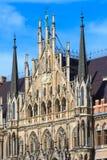 慕尼黑,哥特式香港大会堂门面细节,巴伐利亚 免版税库存图片