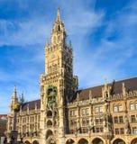 慕尼黑,在Marienplatz,巴伐利亚的哥特式香港大会堂 免版税库存图片