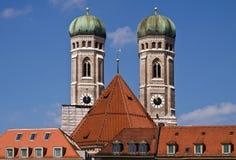 慕尼黑,德国- Frauenkirche双塔,著名landm 库存照片