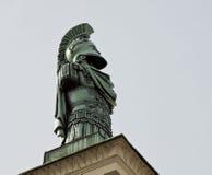 慕尼黑,德国- Hofgarten,在入口门户的古铜色雕象 免版税库存图片