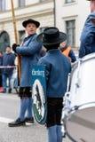 慕尼黑,巴伐利亚,德国- 2016年3月13日:关闭在传统巴法力亚衣物人的带挂名负责人在圣帕特里克` s D 免版税库存图片