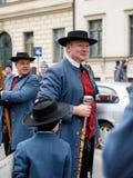 慕尼黑,巴伐利亚,德国- 2016年3月13日:关闭在传统巴法力亚衣物人的带挂名负责人在圣帕特里克` s D 免版税图库摄影