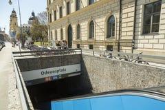 慕尼黑U-Bahn,在Odeosplatz驻地的入口 免版税图库摄影