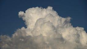 慢动作云彩时间间隔在天空改变形状 股票录像
