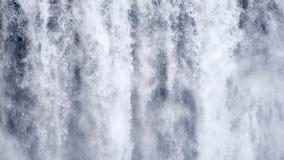 慢动作背景,Skogafoss冰岛的瀑布关闭 抽象水背景 真正的水纹理射击为 影视素材