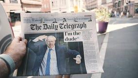 慢动作POV鲍里斯・约翰逊每日电讯报报纸 影视素材