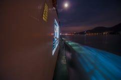 慢快门移动的轮渡在晚上 免版税库存照片