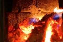 慢慢地加热壁炉的墙壁 免版税库存照片