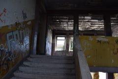 慢慢地散开abandoend的屋子 免版税库存图片
