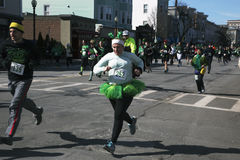 慢跑者,南波士顿,圣帕特里克的天公路赛,南波士顿,马萨诸塞,美国 免版税库存照片