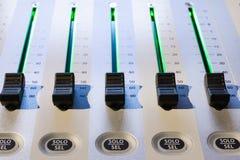慰问混合 dj设备搅拌机音乐s合理的样式 免版税库存图片