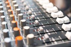 慰问混合 dj设备搅拌机音乐s合理的样式 图库摄影