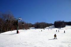 懒人山区度假村滑雪 图库摄影